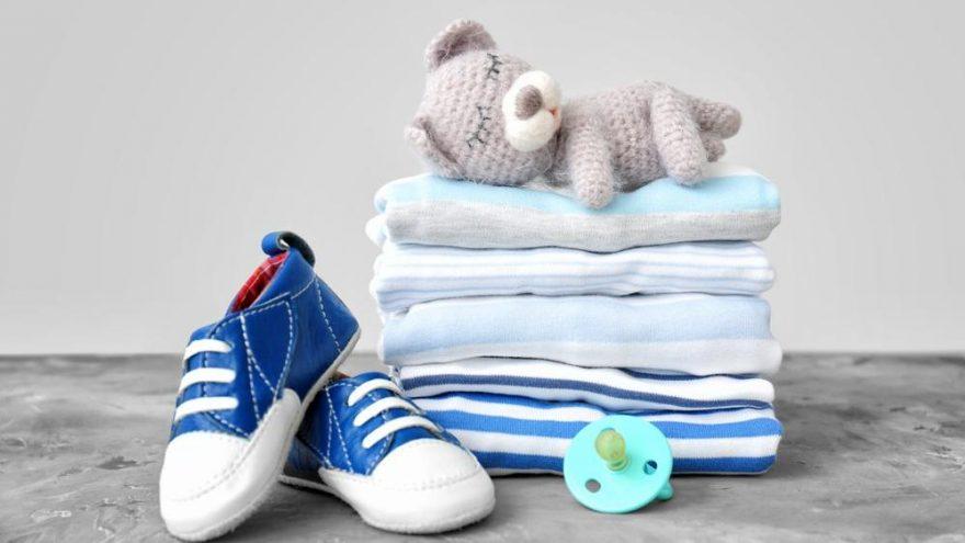Yeni doğacak bebek için kıyafet hazırlığının olmazsa olmazları neler? Bebek kıyafetleri nasıl olmalı?
