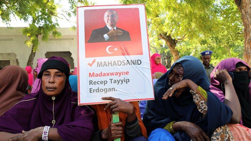 Son dakika… Bir ülke ayakta: Cumhurbaşkanı Erdoğan'ın posterini taşıdılar
