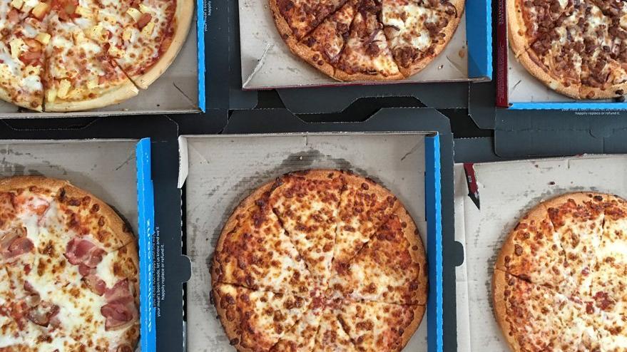 Belediye başkanı Türkiye'de de şubesi olan pizza zincirine verdi veriştirdi