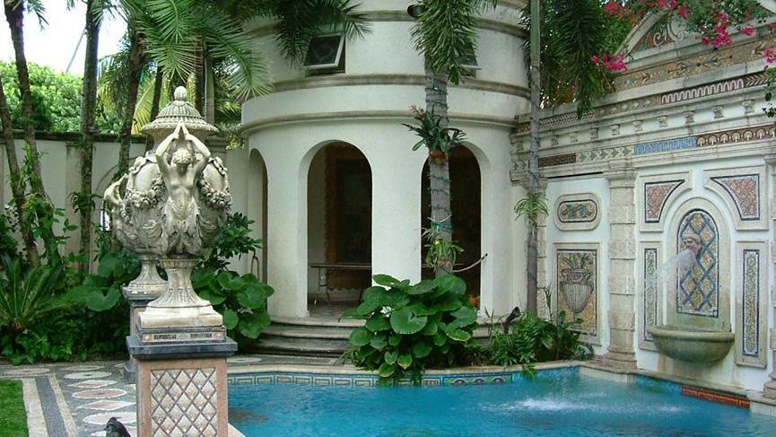 Versace'nin evi otel oldu