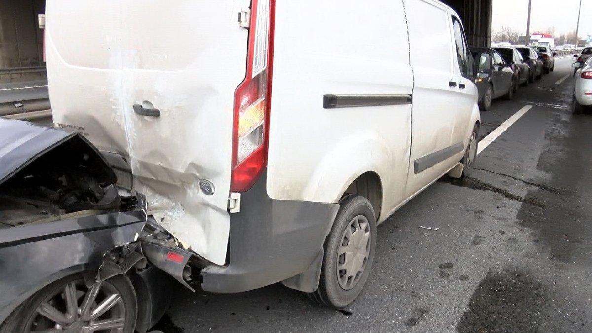 TEM'de zincirleme kaza: Yol trafiğe kapandı