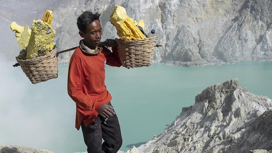 Endonezya'nın sülfür işçileri