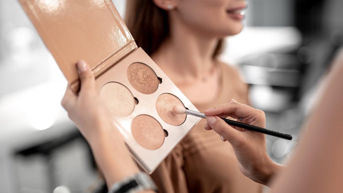 Kontürlü makyaj teknikleri: Kontür paleti nasıl kullanılır?
