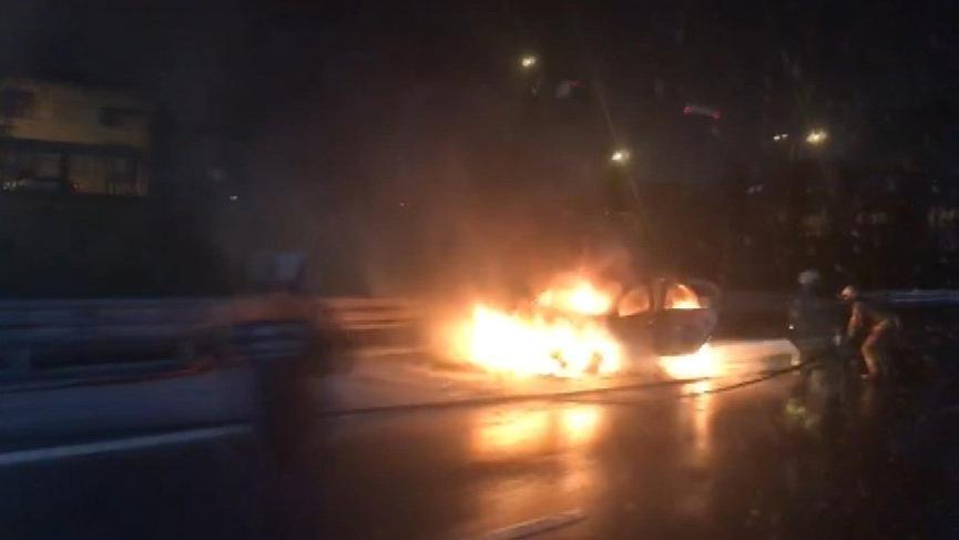 FSM çıkışında araç yandı, trafik kilitlendi!