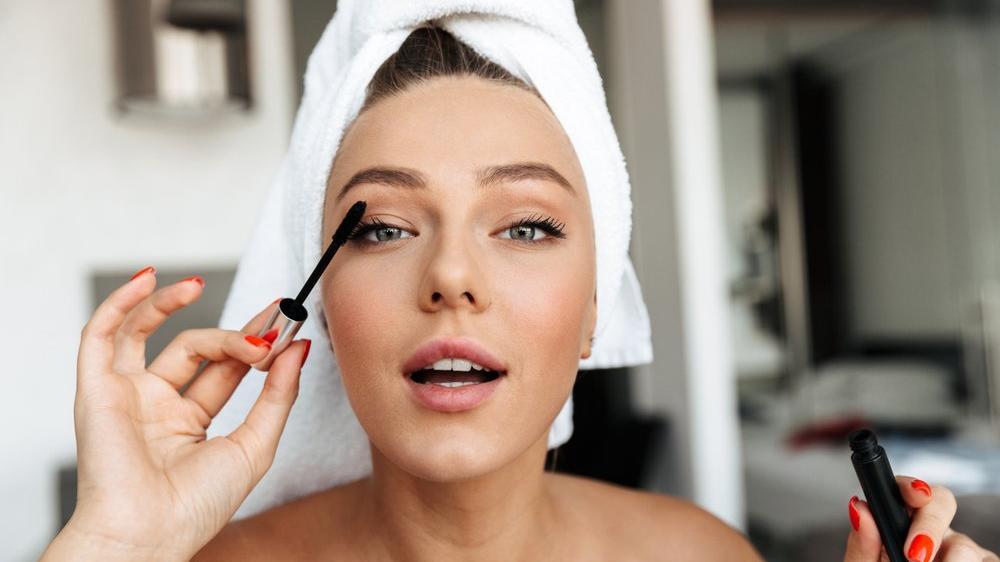 Parlak göz makyajı nasıl yapılır? Islak göz makyajı teknikleri...