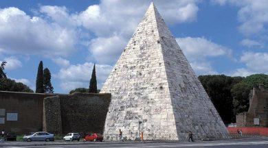 Roma'nın 2100 yıllık piramidi