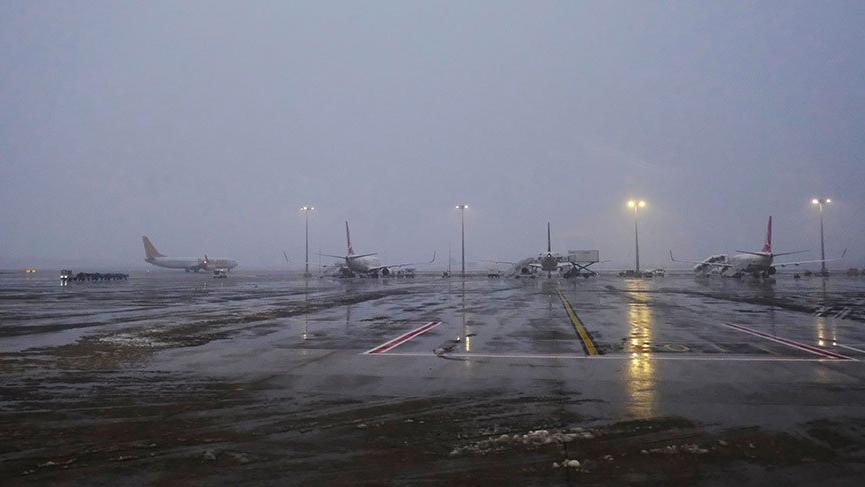 İstanbul'da sağanak ve fırtına hava ulaşımını da vurdu!