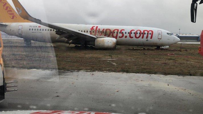 Son dakika! İstanbul'da yolcu uçağı pistten çıktı!