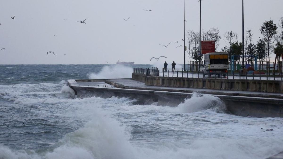 Meteoroloji'den art arda uyarılar geldi! Kar, yağmur, fırtına... İstanbul hava durumu