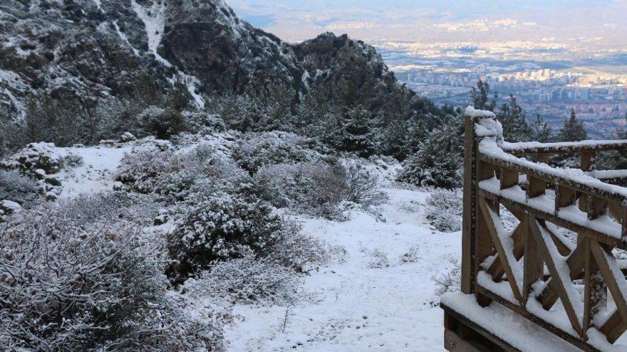 Spil Dağı Milli Parkı karla kaplandı