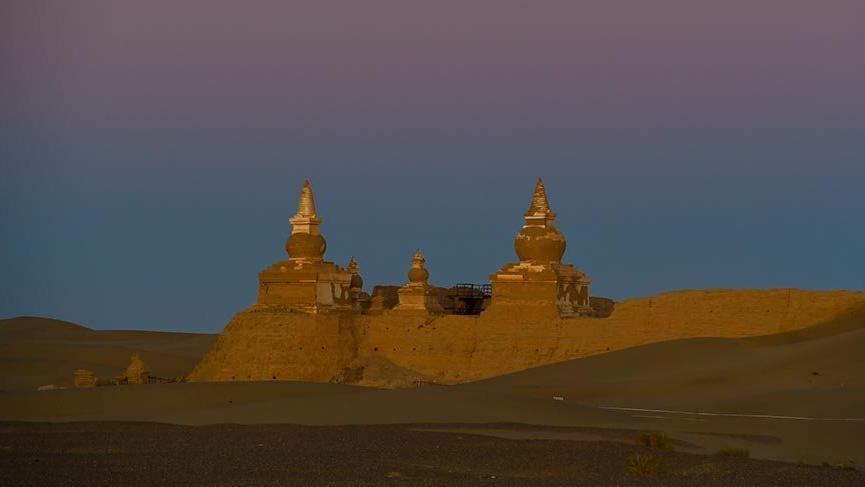 Çölün ortasındaki antik kale Heicheng