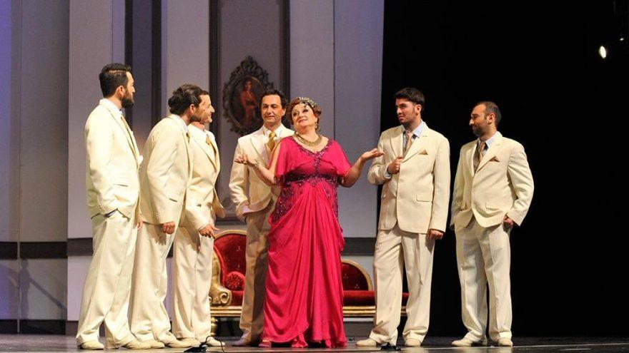 Devlet Tiyatrosu'nda 'cinsiyet değişimi'