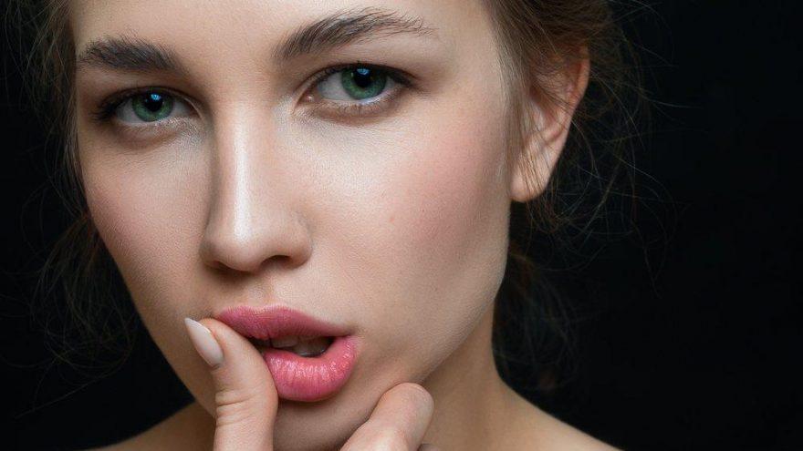 Dudak üstü kırışıklık egzersizleri neler? Dudak gençleştirmek için yardımcı çözümler…