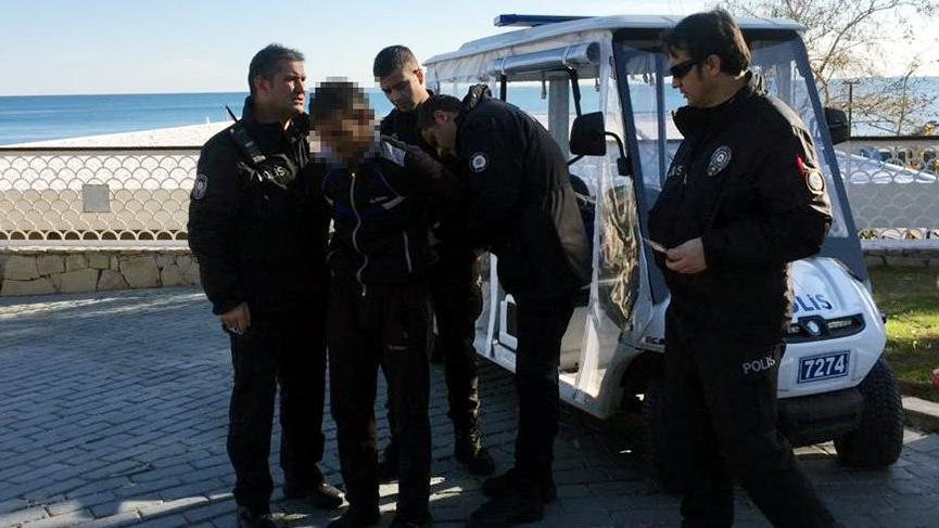 Antalya'da sahile dadanan sapık suçüstü yakalandı