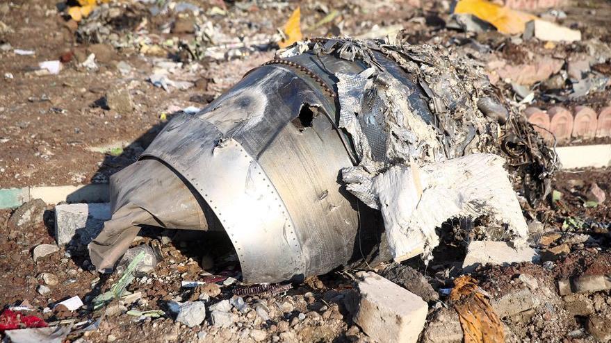 İran'da düşen uçakla ilgili bomba iddia: Havada alev almıştı