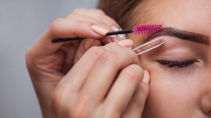 Makyaj ile kaş kaldırma teknikleri nasıl uygulanır?
