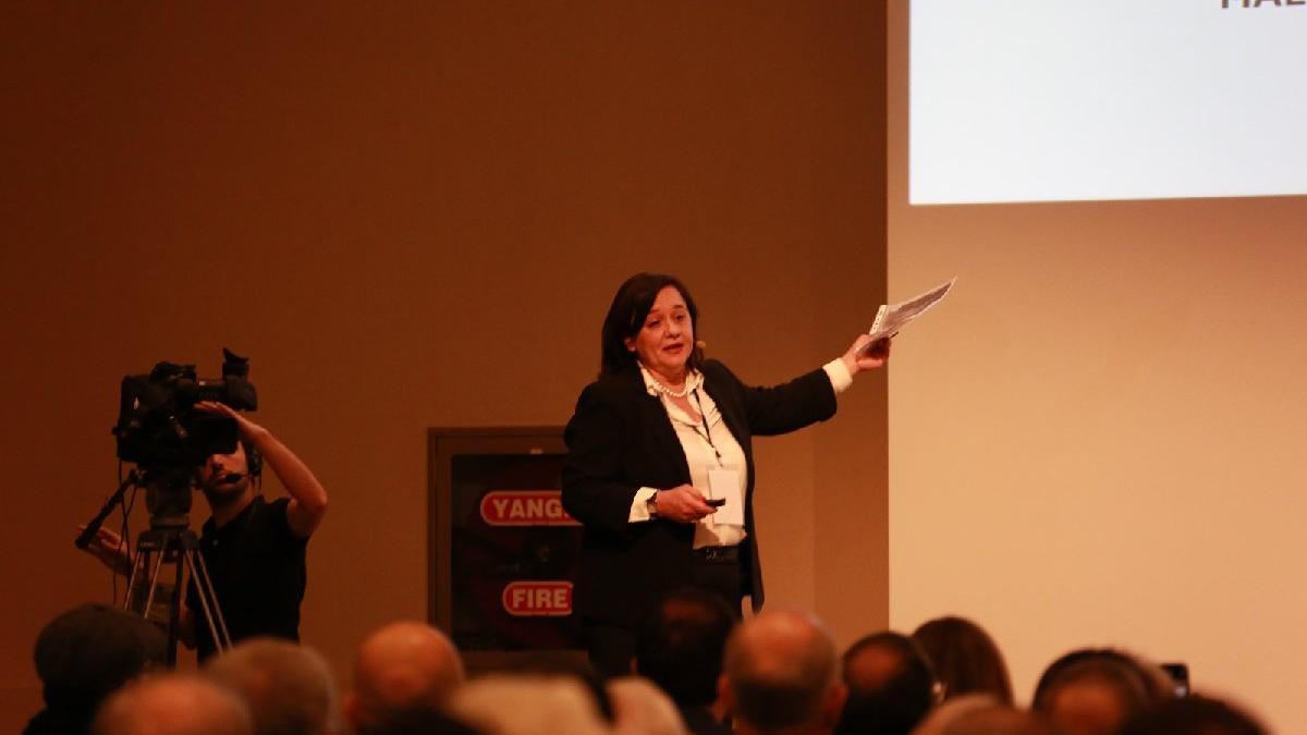 Çiğdem Toker İBB çalıştayında Kanal İstanbul'u anlattı