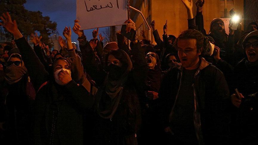 İran'da halk sokağa indi! Hükümete 'istifa' çağrıları...