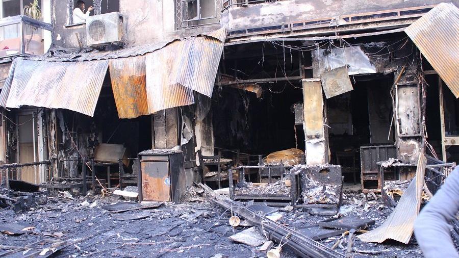 Kafede çıkan yangın 7 katlı binayı sardı
