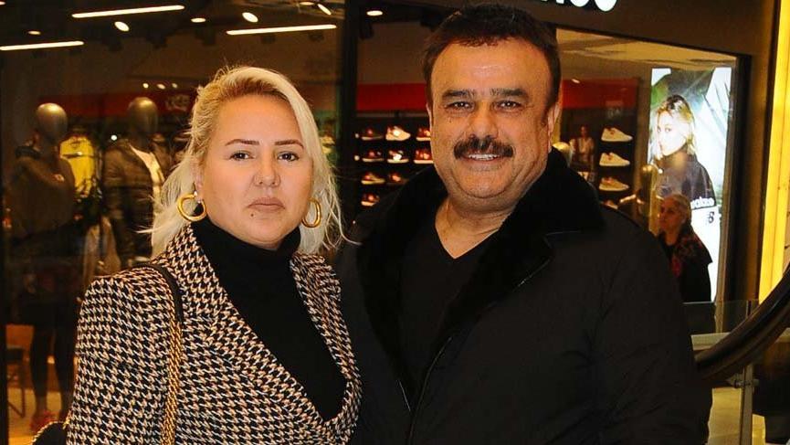 Bülent Serttaş eşi Selvi Serttaş ile alışverişte