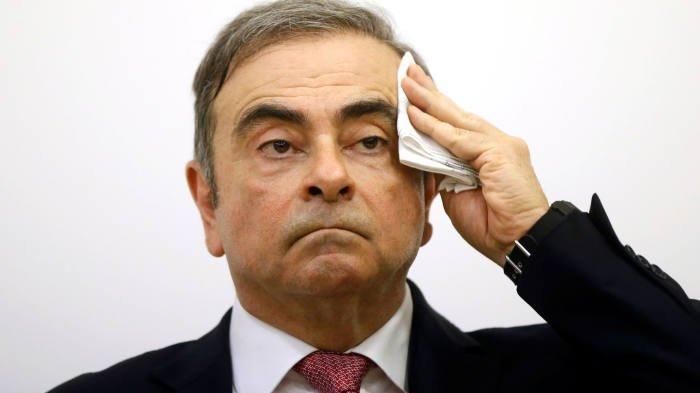 Carlos Ghosn, Renault'yu mahkemeye verdi