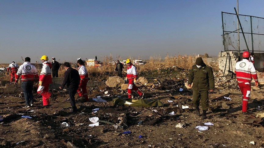 İran'ın Ukrayna yolcu uçağını 2 roketle vurdu iddiası!