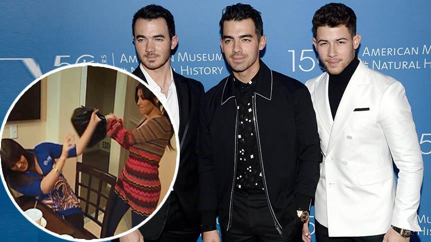 Jonas Brothers, Kardashian kardeşlerinin meşhur kavgasını taklit etti