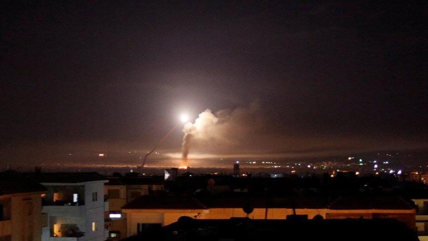 Suriye'nin Humus kentindeki hava üssüne füze atıldı!