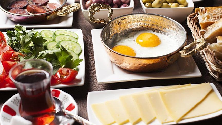 Tıp dünyasını ikiye bölen 'kahvaltı' tartışması büyüyor