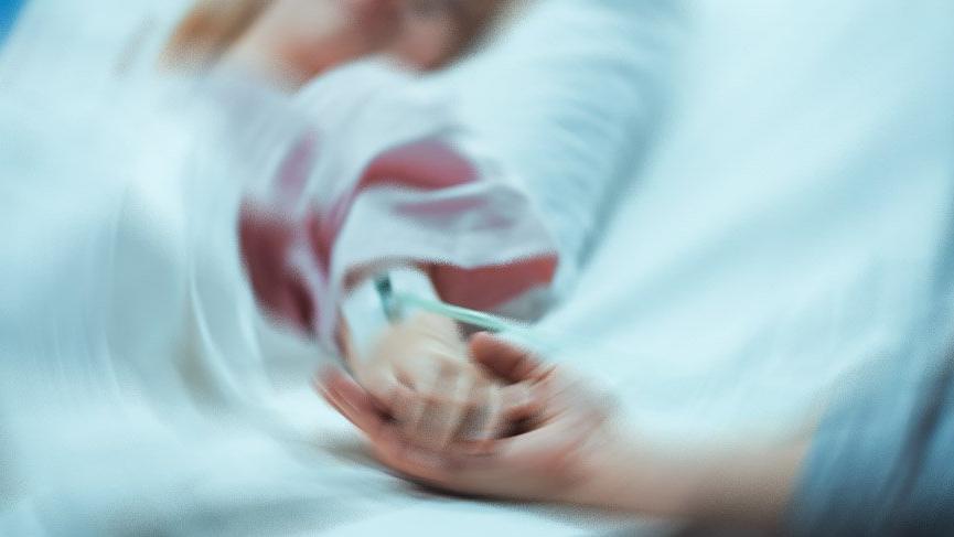 Menenjit şüphesiyle hastaneye kaldırıldı ama kurtarılamadı... 70 çocuk aşılandı