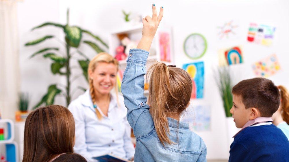 Çocuğun aynı soruyu defalarca sormasının nedeni nedir? Çocuklar neden çok soru sorar?