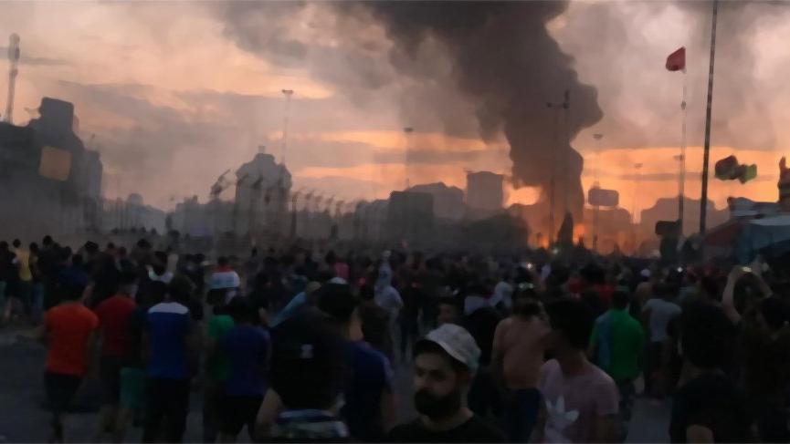 Bağdat'ta güvenlik güçleriyle protestocular arasında çatışma