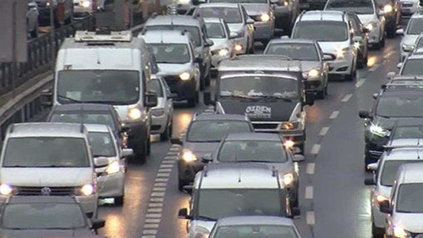 İstanbul trafiğinde yağmur ve karne yoğunluğu!