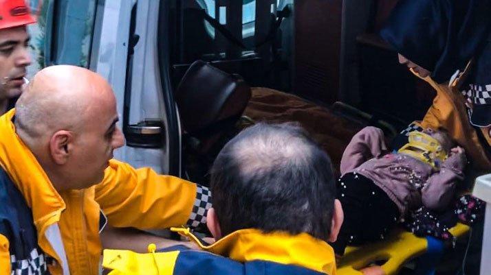 İstanbul'da korku dolu anlar: Küçük kız inşaattaki kuyuya düştü