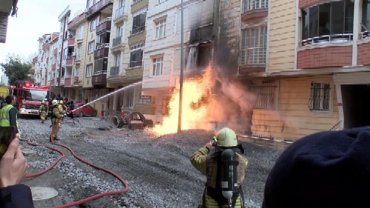 Doğalgaz borusu patladı, alevler binayı sardı