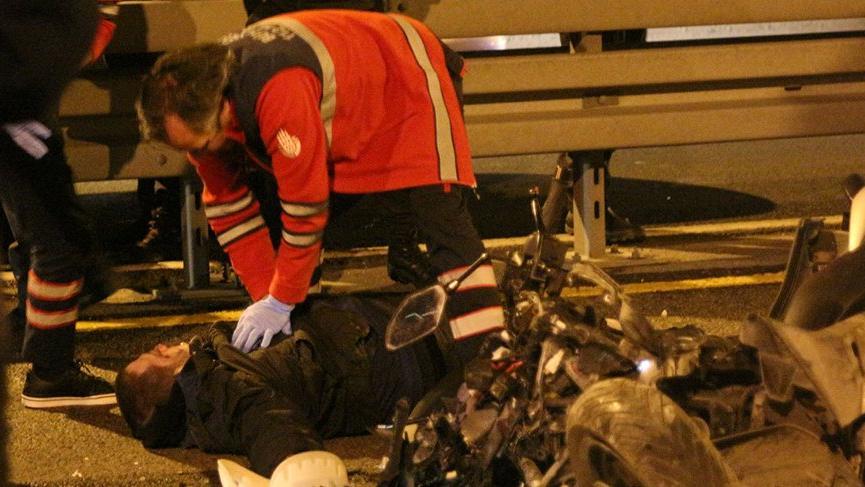 Mecidiyeköy'de motosiklet metrobüse çarptı: 1 ölü 2 yaralı