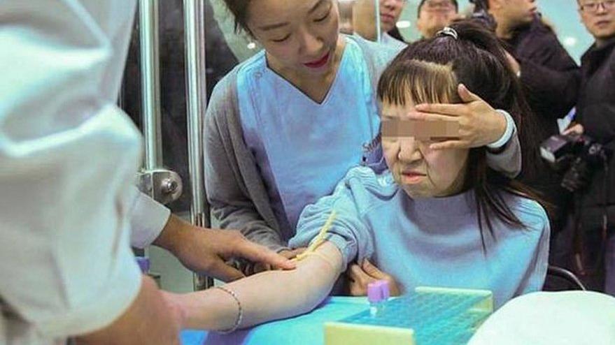 Tıp dünyası şaşkın: Genetik hastalığı olan 15 yaşındaki kızın akılalmaz değişimi
