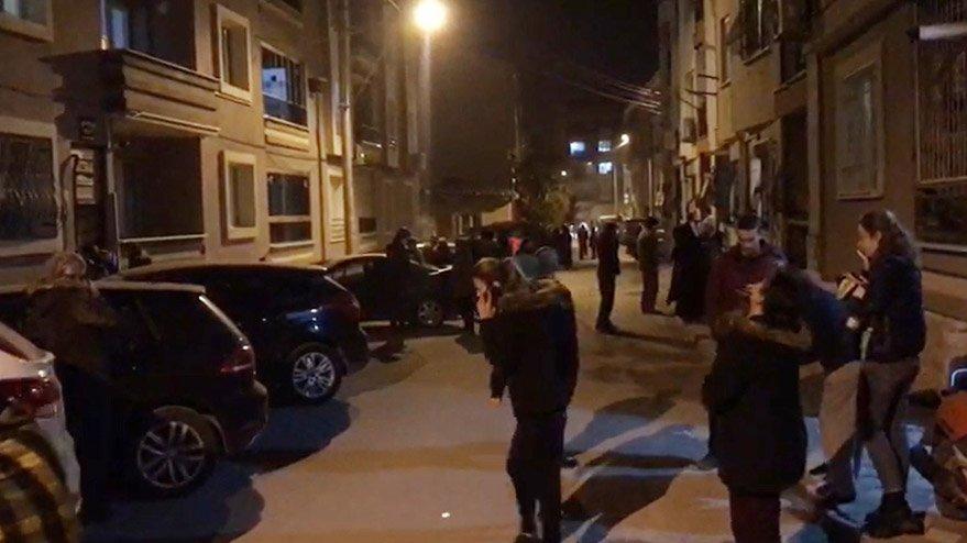 Son dakika... Manisa Valisi'nden deprem açıklaması: 5-6 evde göçük oldu