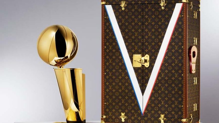 Louis Vuitton, NBA'in ilk resmi kupa taşıma çantası üreticisi oldu
