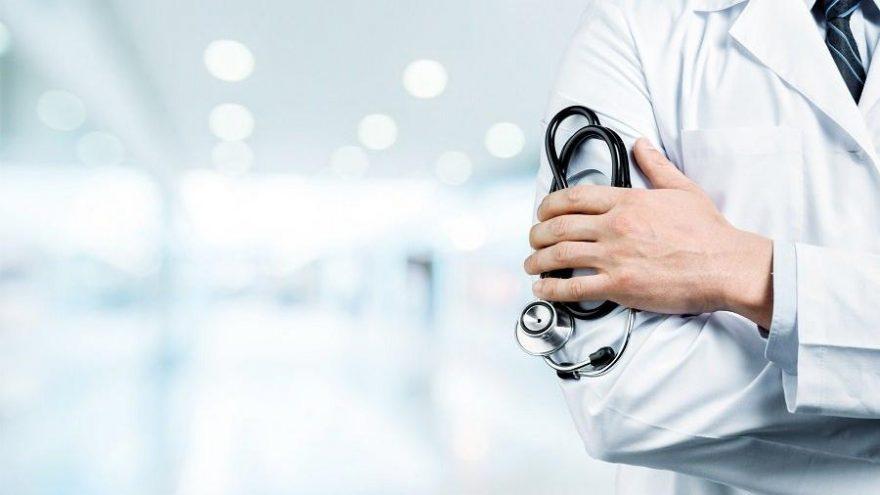 Hastasına izinsiz SMS atan doktora şok