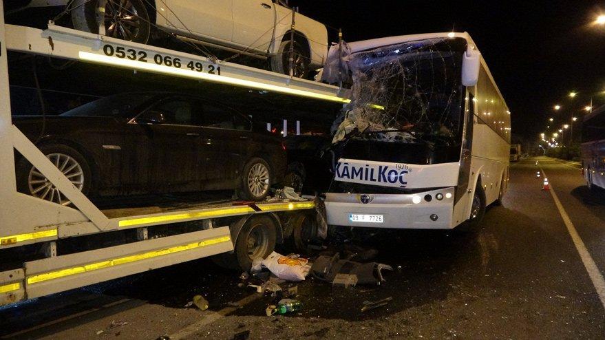 Uşak'ta otobüs kazası! 3'ü ağır 13 yaralı