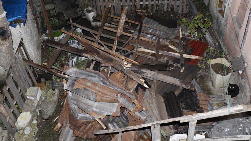 Fırtına evin çatısını uçurdu! Faciadan dönüldü