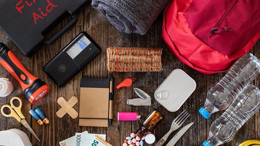 Deprem çantasına hangi malzemeler konmalı? Deprem çantasının içinde neler olmalı?