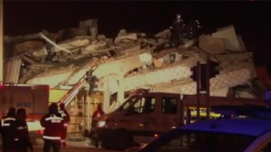 Deprem sonrası kurtarma görüntüleri böyle görüntülendi!