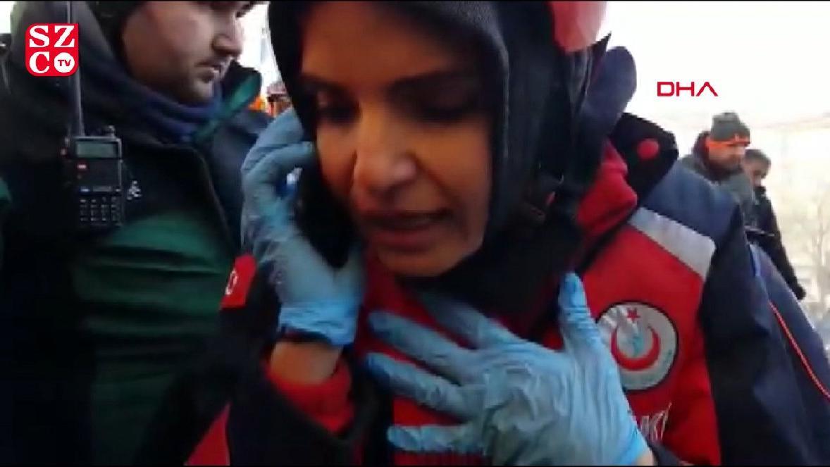 AFAD ekibinin enkaz altında telefonla konuştuğu Azize enkazdan kurtarıldı