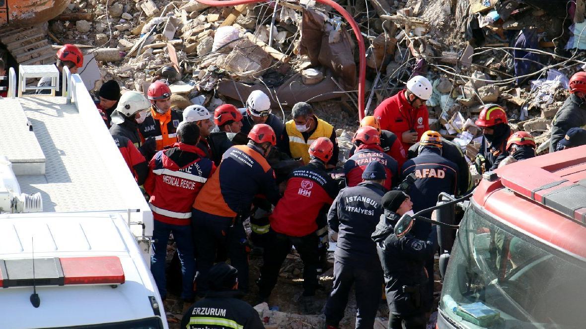 Son dakika... Elazığ depremi: Can kaybı 40'a yükseldi