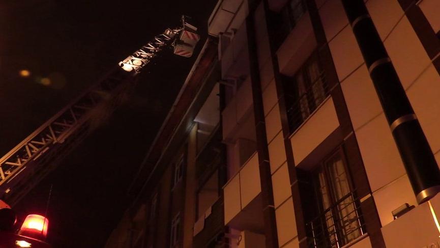 Esenyurt'ta yangın paniği: 10 kişi dumandan etkilendi