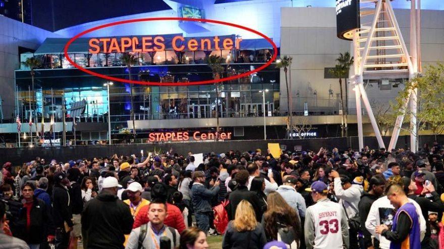 Kobe Bryant kariyerinin başladığı Staples Center önünde anıldı