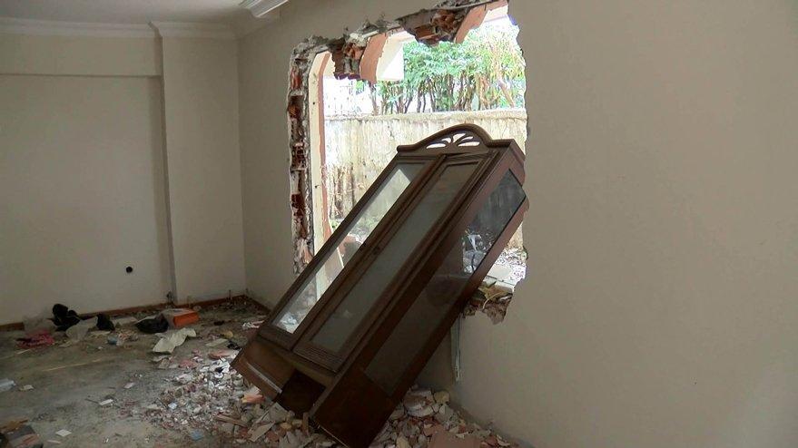 İstanbul'daki depremde hasar gören binalar korku saçıyor!