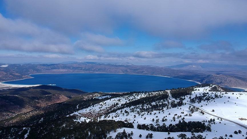 Göl manzaralı kayak